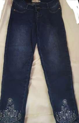 Se vende pantalón talla 32