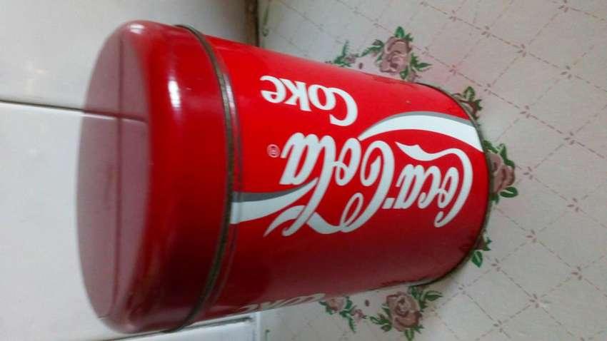 Coca Cola lata antigua con tapa 0