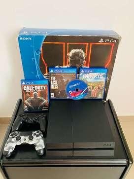 Vendo PlayStation 4 con 4 Juegos físico y dos controles originales