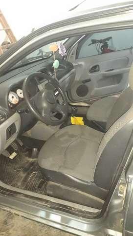 Vendo Renault Clio.