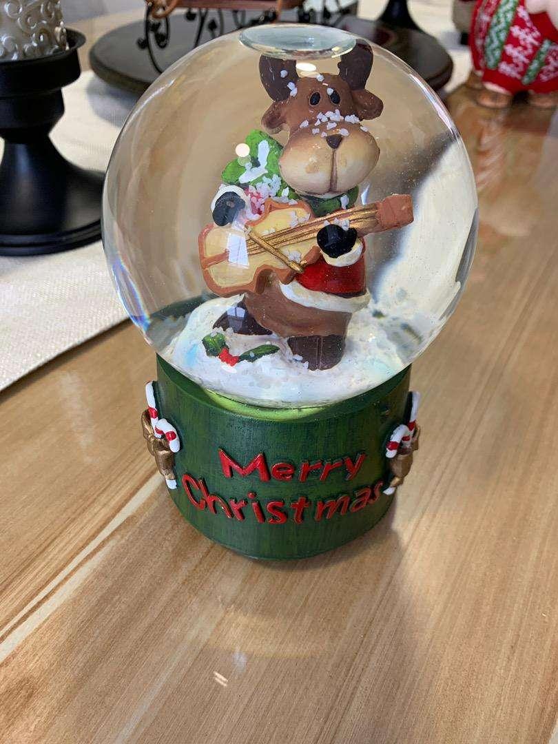 Bola de cristal navideña