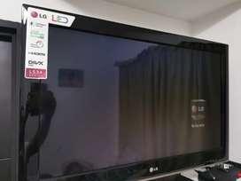 "Televisor LCD LED 32"""