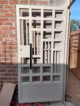 Se pintan puertas portones de metal etc.
