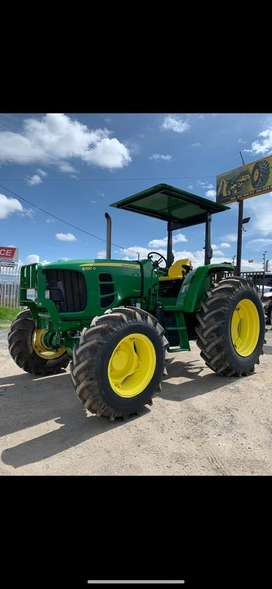 Tractor agricola John Deere 6100 año 2012