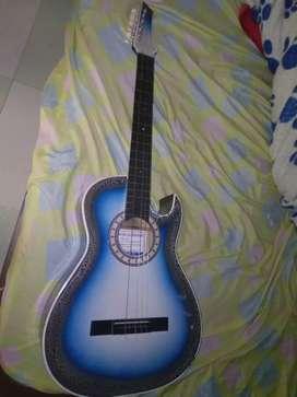Guitarra electroacustica usada sin su cuerda 6 y 4