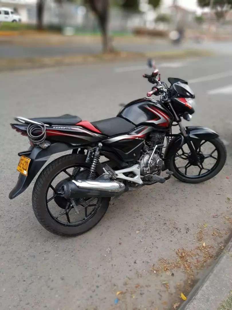 Vendo  moto buen estado llantas nuevas soat y tecno 08/10/2020 0