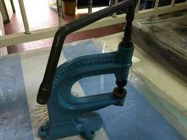 Maquina ojalilladora  Perforadora Remachadora