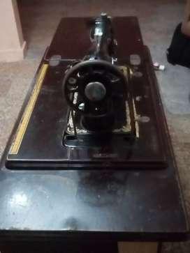 Vendo Máquina de Coser Olimpia Modelo 2343 incluye caja de Herramientas