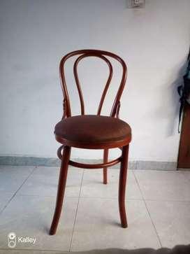 Se vende silla Thonet en madera