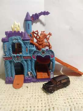 MATTEL 2004 MATCHBOX HAUNTED CASTLE  (CON AUTO INCLUÍDO)