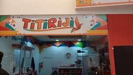 Se Solicita Peluquera para servicios de cortes, secado, planchado, peinados en mujeres y niñas, manicure y pedicure.