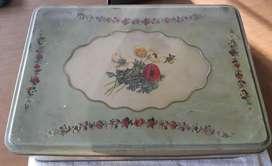 Vendo Caja Metálica Antigua