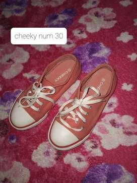 Zapatos varios num par nena