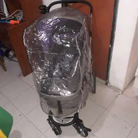 VENDO COCHE MOISES INFANTI CON PLÁSTICO PARA LLUVIA  PRECIO NEGOCIABLE.