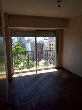 Alquilo 3 amb con balcón  a la calle