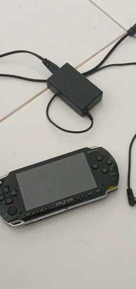 Vendo  PSP en buen estado con 70 juegos