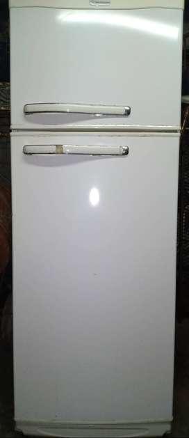 Heladera con Freezer White Westinghouse.
