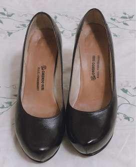 Zapatos, Tacones de cuero negros