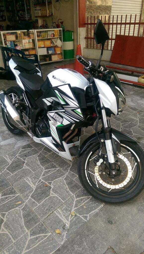 Hermosa Kawasaki Z250 Modelo 2015 Aldia 0