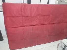 Vendo sofá cama poco uso es un muy buen estado se mantiene en la habitación de huéspedes