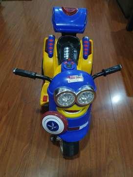 Moto Estilo Minions Recargable, Usb,sd ,baul, Edad 1-5 Años