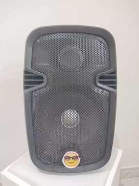 """Cabina de sonido 8"""" modificada con batería extra y bocina extra"""