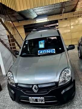 Kangoo 2015 furgón vidrio asientos gnc abajo Financio y recibo menor
