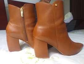 Hermosos Zapatos Vélez color marrón claro talla 39 co uso