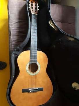 Guitarra acústica sencilla suena muy bien