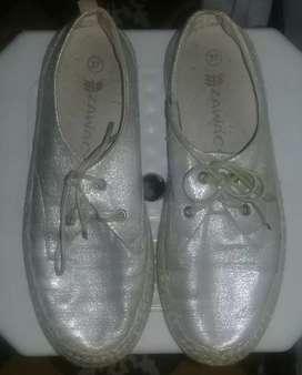 Zapatos para dama a la venta.