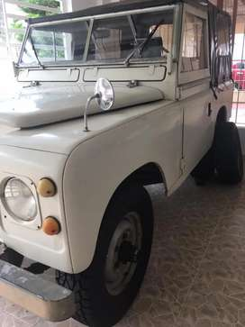 Vendo campero land rover Santana modelo 1976,sin seguro ni tecnomecanica, impuestos al día, matriculado en Restrepo
