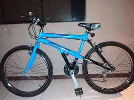 Vendo mi bicicleta poco tiempo de uso.