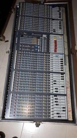 Consola Análoga Allen & Heath GL 2800 de 40 canales