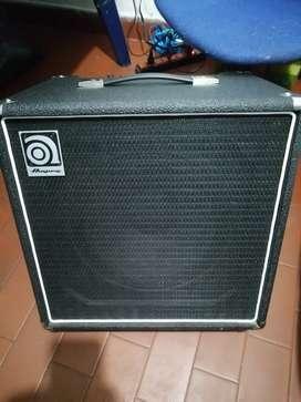 Amplificador de bajo Ampeg BA-112.