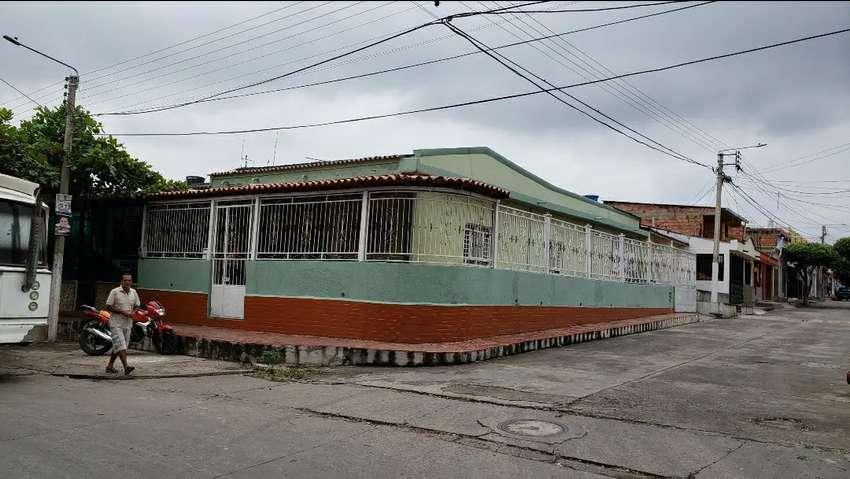Casa Esquinera x la av principal claret 0