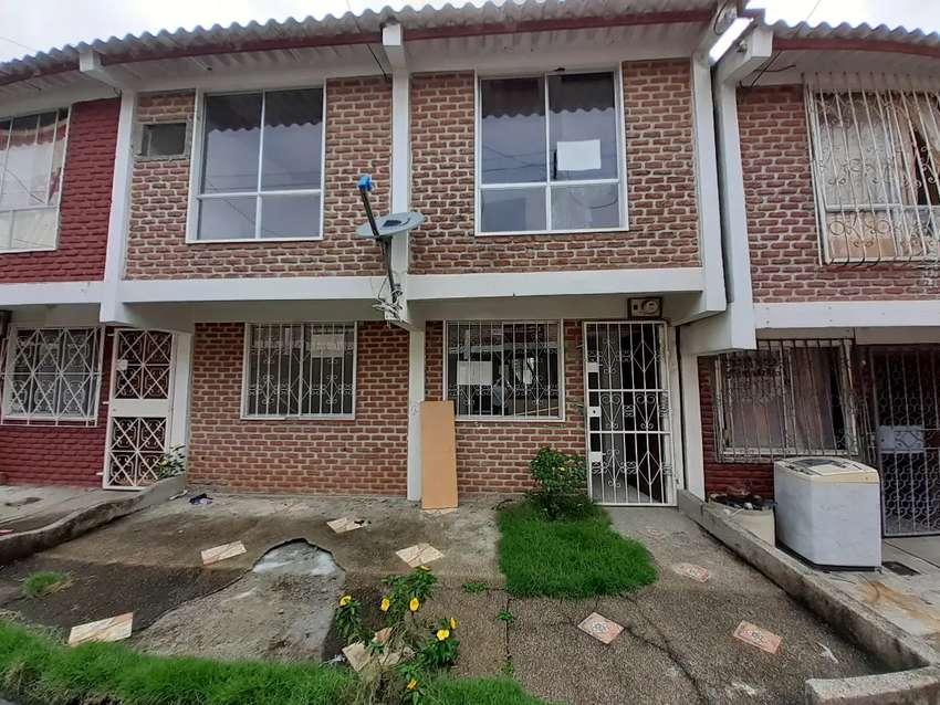 Casa en Venta en Conjunto Residencial Beata Mercedes Molina cerca  de Cervecería Nacional 0