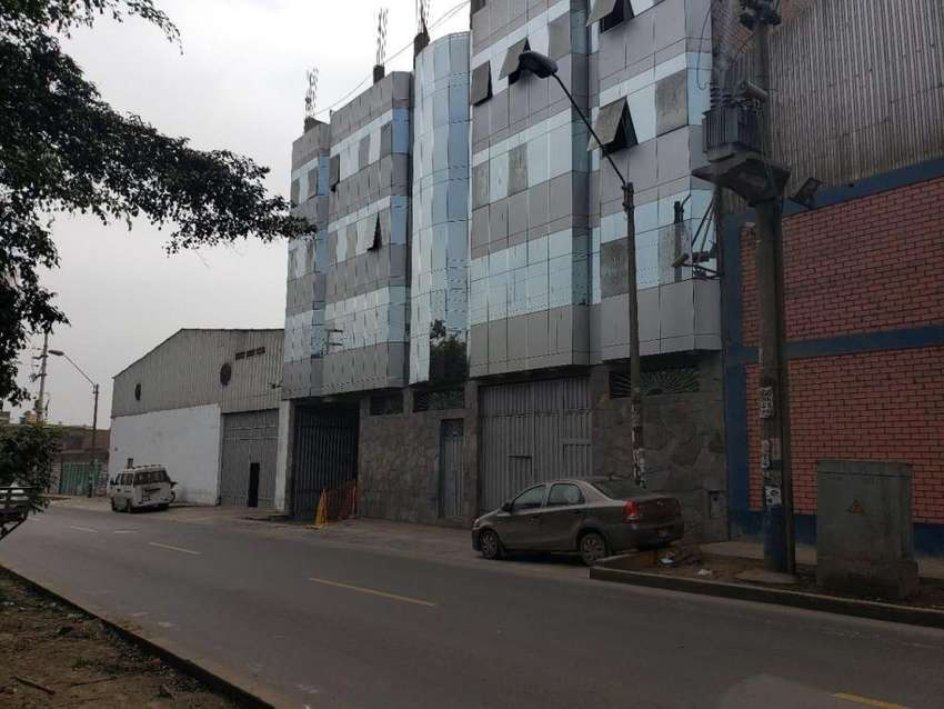 VENDO LOCAL INDUSTRIAL Y VIVIENDA EN ATE 0
