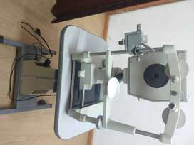 Keratometro. Amplificador de segmento anterior y visor de lentes de contacto