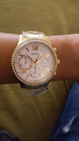 Reloj de Mujer Guess Dorado