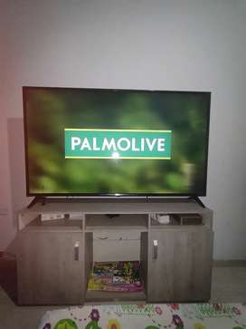 Tv LG Smart TV de 65 pulgadas y mesa de tv