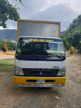 Camion mitsubshi fuso furgón 6 20 metros