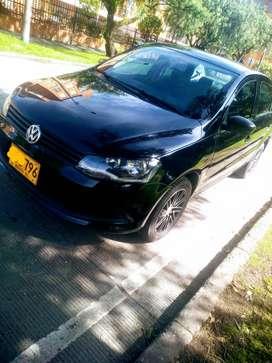 Vendo o permuto por menor valor Wolkswagen Voyage negro ninja cómo nuevo...el carro se usa muy poco