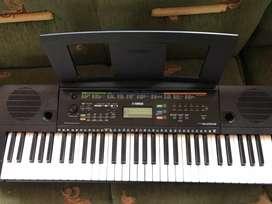 Desea comprar un piano en excelentes condiciones