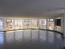 // Hermosa Oficina en Arriendo de 190 m2, Sector Swisootel, Av. 12 de Octubre