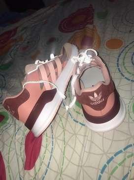 Vendo Adidas de dama
