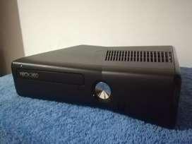 Vendo Xbox 360 Slim LT 5.0 Excelente estado