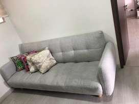 Sofa cama gris claro 2,3 mtrs patas madra