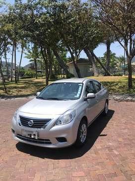 Vendo Auto Nissan Versa, un solo dueño, mantenimiento realizado solo en concesionario, matriculado 2019, negociable