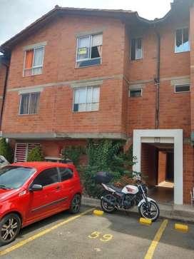 Linda casa de tres pisos en unidad cerrada Valle lili hermosa vista