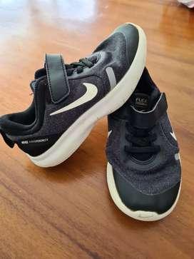 Tenis Nike talla 29,5
